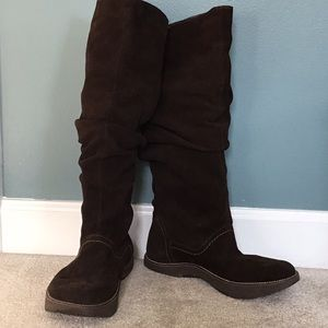 Earth suede walking boots